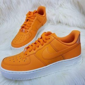 NEW NIKE AIR FORCE 1 Sneakers Shoes Orange sz 7